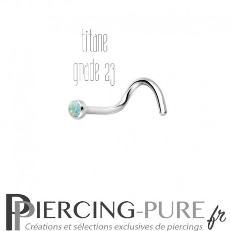 Piercing Nez Titane et opale reflets verts