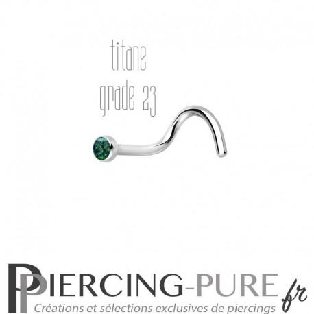 Piercing Nez Titane et opale vert foncée