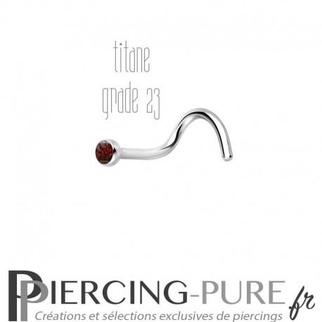 Piercing Nez Titane et opale rouge