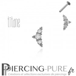 Piercing labret titane interne trois cristaux blancs ornés de microbilles