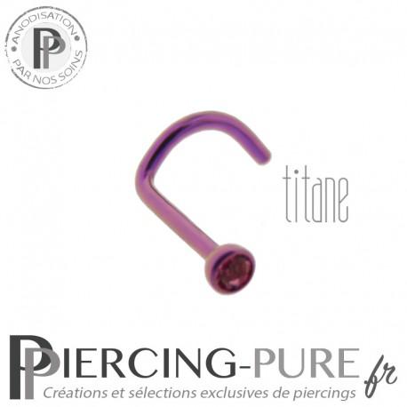 Piercing Nez Titane Fushia Cristal rose clos